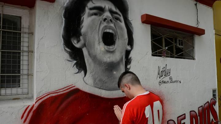 """""""Langsames Töten"""" ... Neue Details über die Umstände des Todes von Maradonas Fußballlegende"""