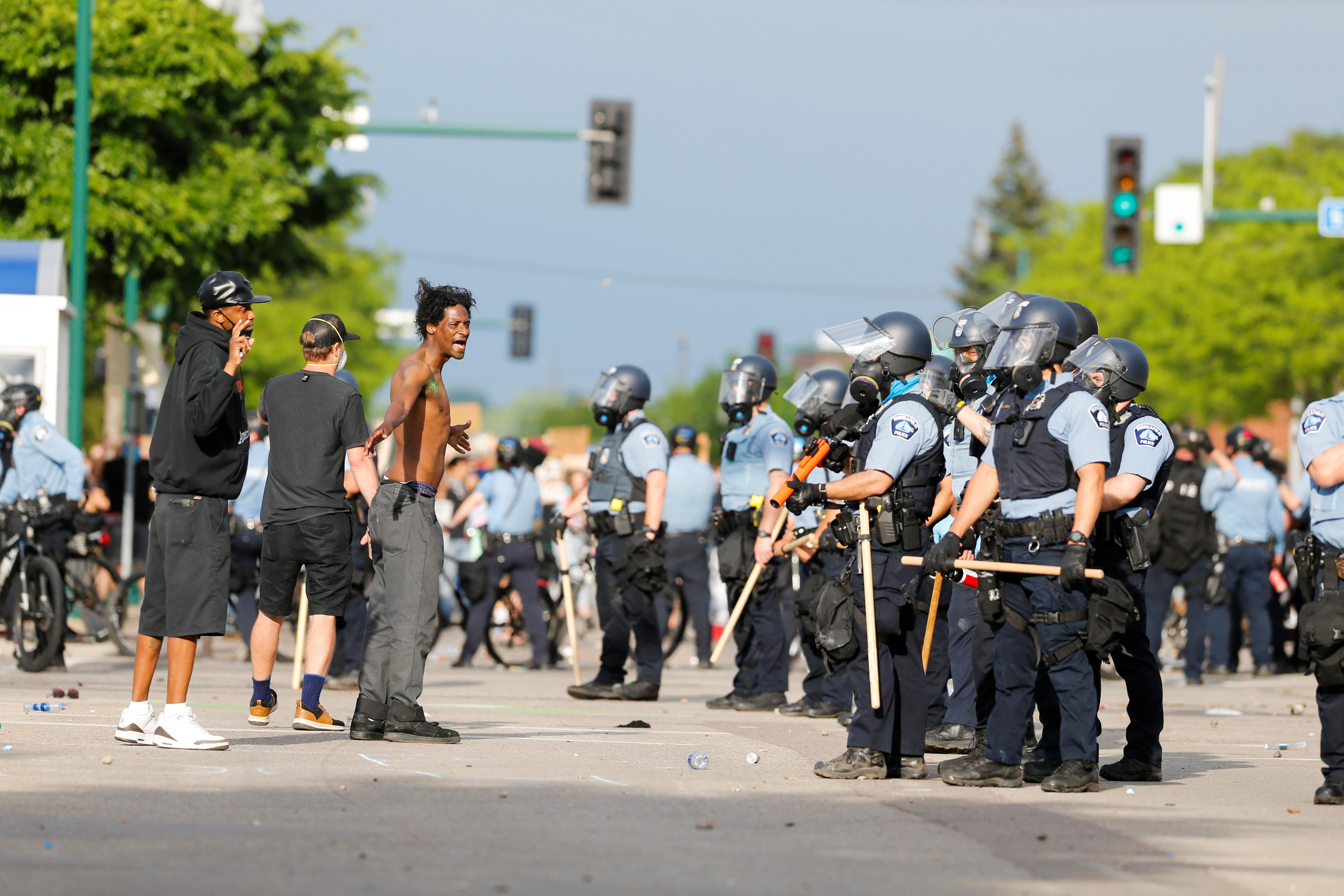 Minneapolis, USA: Menschen demonstrieren am 27. Mai gegen übermäßige Polizeigewalt gegen Afroamerikaner.