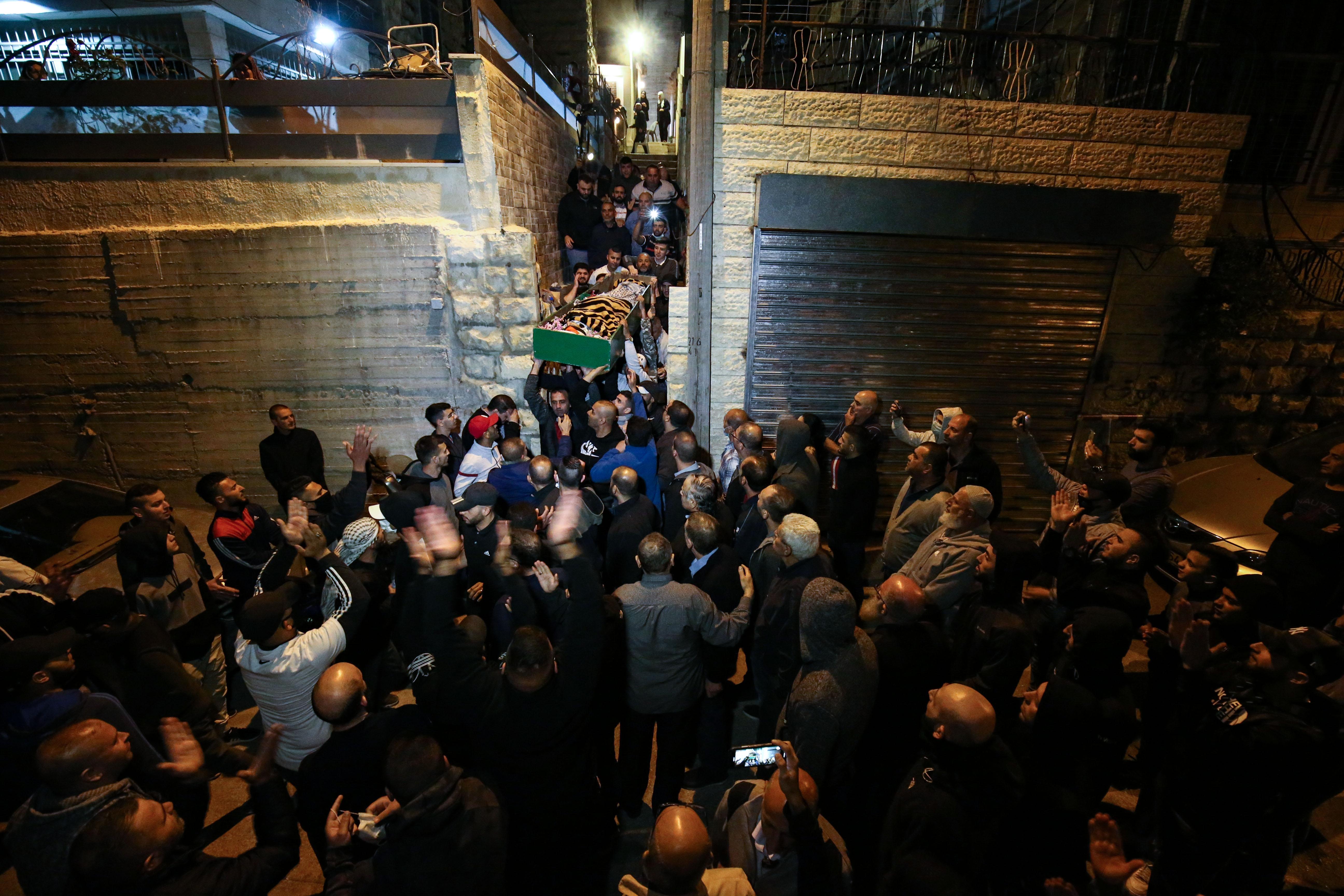Am Trauerzug von Iyad Halaq, der trotz seiner Behinderung von israelischen Polizisten getötet wurde, nahmen Hunderte teil.