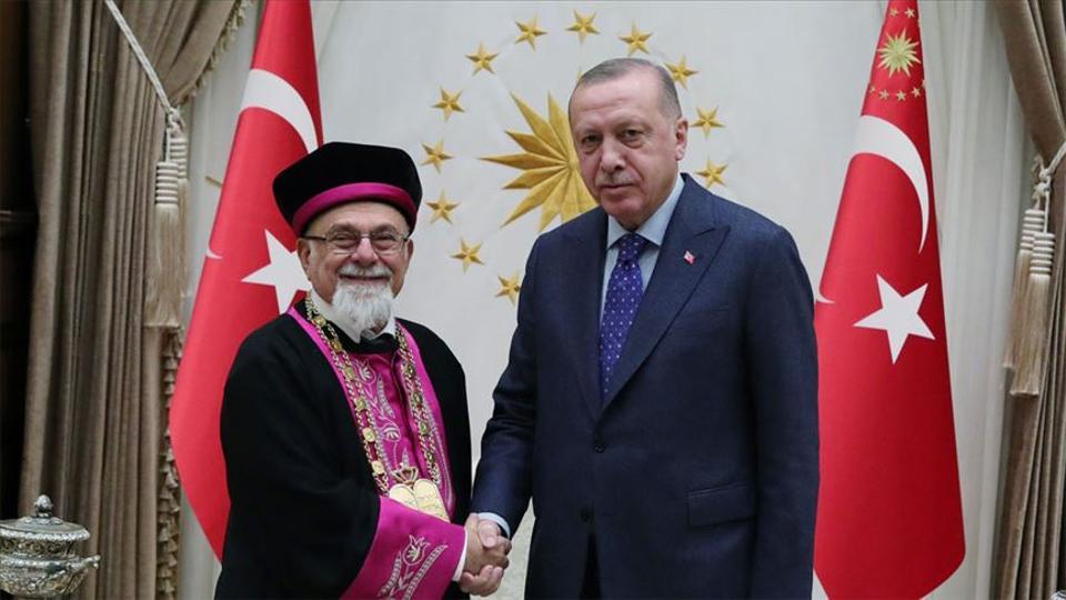 Der türkische Präsident Recep Tayyip Erdoğan (R) traf sich am 30. Januar 2020 mit dem Oberrabbiner der Türkei Isak Haleva im Präsidentschaftskomplex in Ankara (Türkei). (Murat Kula / AA-Archiv)