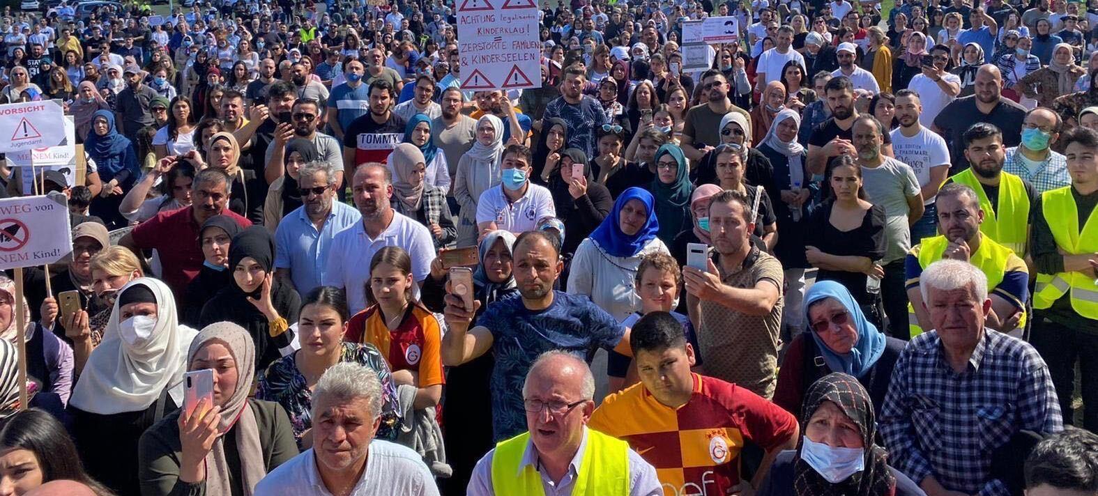 Dormagen: Demo gegen Inobhutnahme zweier Kinder durch Jugendamt