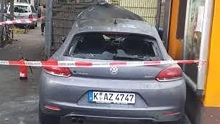 Rassismus: Mann setzt Auto eines Aserbaidschaners in Brand