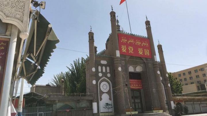 В Китае узбекскую мечеть переделали в отель с танцовщицами
